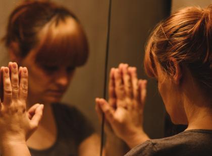 Zmęczenie, zaburzenia widzenia, równowagi i czucia… To może być stwardnienie rozsiane