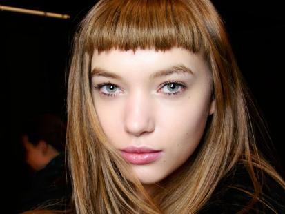 Znamy najmodniejszą fryzurę 2019 roku! Dodaje wdzięku i... odmładza