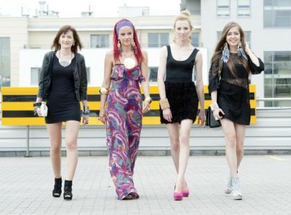 Znane blogerki prezentują letnie stylizacje