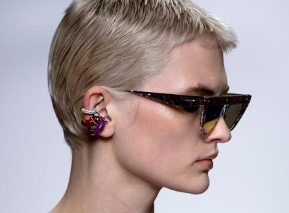 Znudziły ci się zwykłe kolczyki w uchu? Zrób piercing helix