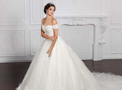 Zobacz, jak dobrać suknię ślubną do klasycznej sylwetki z szerszymi ramionami