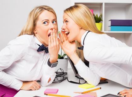 Zobacz, jak radzić sobie z plotkami w pracy