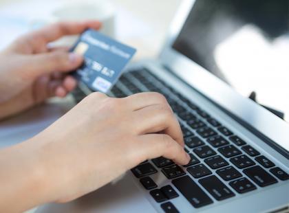 Zobacz, jak założyć konto w banku. Jak się okazuje, jest to możliwe nawet bez wychodzenia z domu!