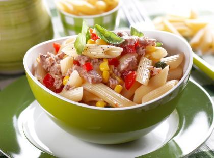 Zobacz nasze przepisy na najlepsze sałatki makaronowe!