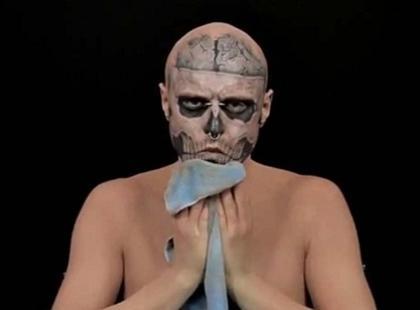 Zombie Boy bez tatuaży?