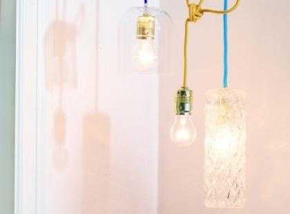 Zrób to sam: lampa z butelek i wazonów