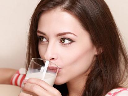 Zrób to sama! 4 przepisy na domowe mleko roślinne