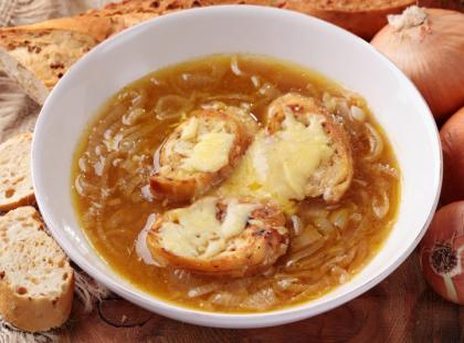 Zupa cebulowa z grzankami gotowa w pół godziny!