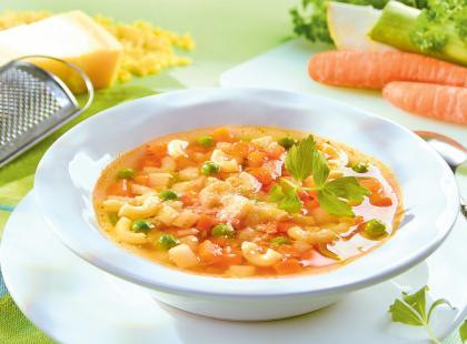 Zupa jarzynowa z masłem i żółtkiem