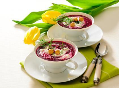 Zupa krem z buraka z kozim serem