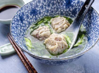 Zupa wonton z wieprzowiną! Sprawdź doskonały przepis na azjatycką zupę!