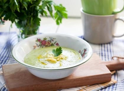Zupa z cukinią i bazylią - poznaj przepis na danie smaczne, orzeźwiające i pełne zdrowia