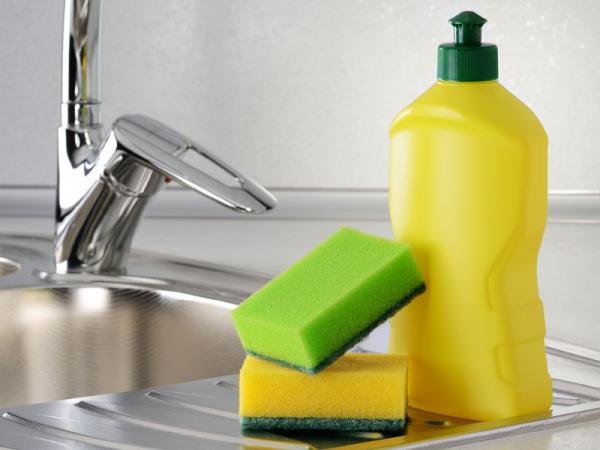 5 nietypowych zastosowań płynu do mycia naczyń