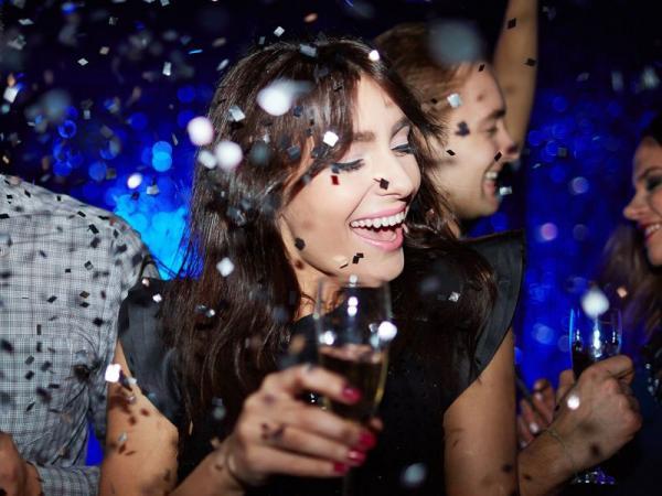 Alkohol bardziej toksyczny dla kobiet? Oto 8 przykładów, jak niszczy nasze zdrowie