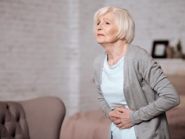 Jest rzadki i trudny do wykrycia. Jak objawia się rak jelita cienkiego? Pytamy onkologa