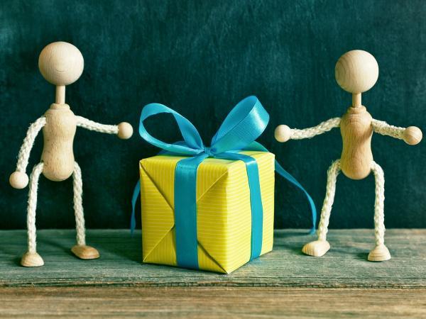 Klątwa w pudełku, czyli o tym czego i dlaczego NIE WOLNO dawać innym w prezencie