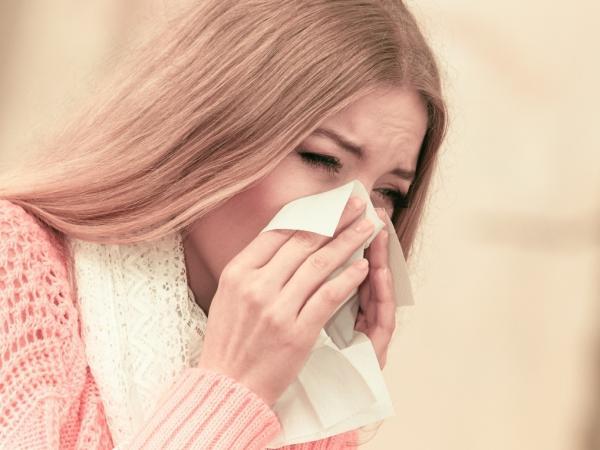 Nie bagatelizuj kataru! Kiedy świadczy on o poważnej chorobie?