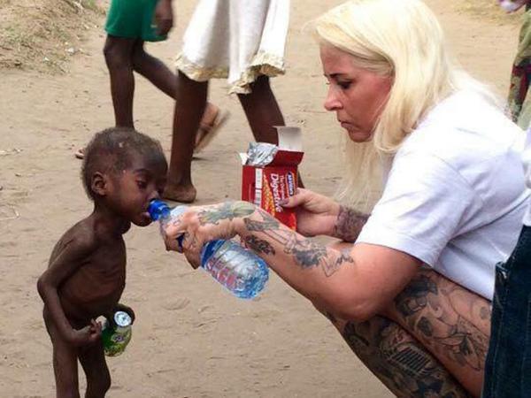 Pamiętacie zdjęcie tego afrykańskiego chłopca? Zobaczcie, jak dziś wygląda!