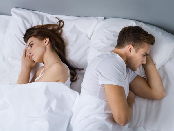 Zaburzenie czy czwarta orientacja seksualna? Oto historia aseksualnego Tomka i jego żony Laury