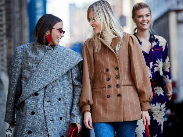 Zainwestuj w klasyczne ubrania! 10 rzeczy z wyprzedaży w sieciówkach