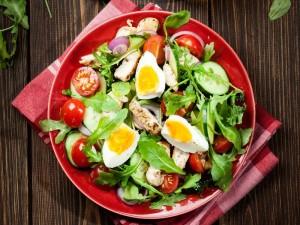 31 przepisów na wiosenne sałatki