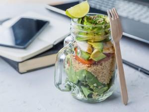 4 pomysły na lunch do pracy, które pomogą ci walczyć z wymówkami