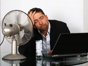 4 sposoby, jak przetrwać upały w pracy