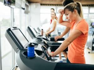 5 objawów, po których poznasz, że skacze ci ciśnienie krwi i 7 sytuacji, które najczęściej do tego prowadzą
