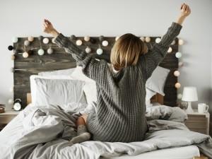 5 sposobów na małą sypialnię: zobacz jak w niej wszystko zmieścić!