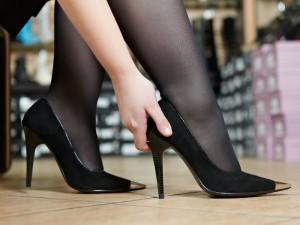 5 sposobów na to, jak rozciągnąćza małe buty