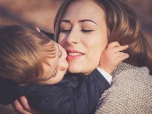 5 typowych zachowań nadopiekuńczych mam