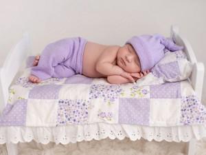 5 zalet kołysania niemowlaka