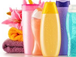 nietypowe zastosowania szamponu, do czego sięprzyda szampon, czy szampon może być tylko do mycia włosów