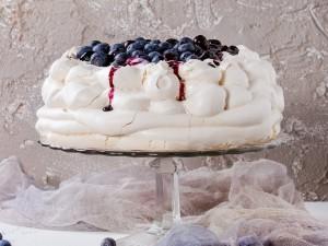 8 pomysłów na wykwintny tort bezowy