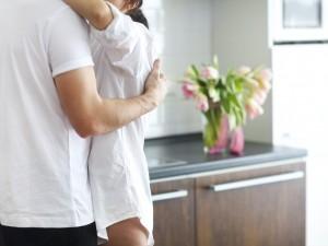 8 sygnałów, że ten facet będzie (albo już jest) dla ciebie dobrym mężem!