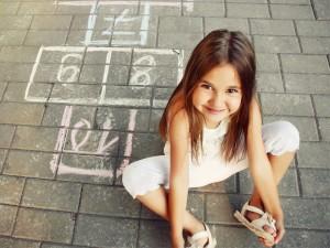 8 zabaw z dzieciństwa, które kochałyśmy, a których dziś dzieci już nie pamiętają