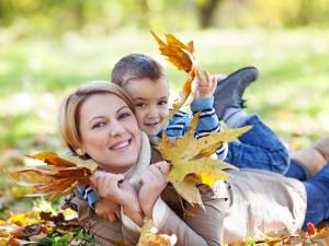 Aktywność na jesienną słotę – rodzinne ćwiczenia na jesień