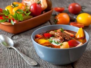 Aromatyczne danie kuchni węgierskiej: zobacz przepis na bogracz