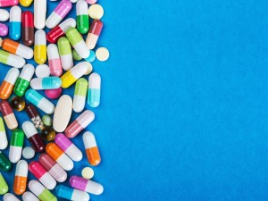 Bierzesz antybiotyk? Dzięki tym 5 nawykom unikniesz skutków ubocznych