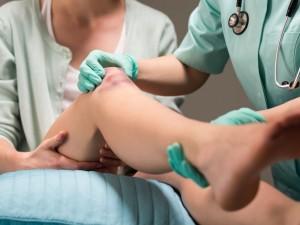 Ból kolana – kiedy konieczna jest operacja?