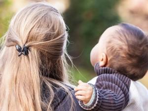 """""""Bycie samotną matką w tym kraju jest upokarzające"""". Najbardziej potrzebujący mogą stracić 500 plus"""