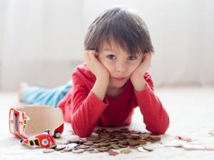 """Chcesz, aby twoje dziecko poradziło sobie w """"dorosłym życiu"""" i umiało oszczędzać? Zobacz, czego powinnaś je nauczyć!"""