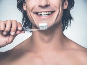 Chcesz mieć dziecko ze swoim partnerem? Upewnij się, że nie używa pasty do zębów z tym składnikiem!