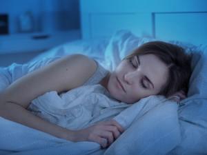 Chcesz się wysypiać? Naukowcy dowiedli, że dobry sen gwarantują te 4 zasady!