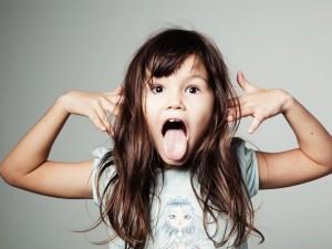 Chcesz wychować silną dziewczynkę? Pozwól jej się wygłupiać!