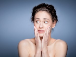 Choroba, która długo nie daje o sobie zapomnieć: opryszczka narządów płciowych. Jak się nią nie zarazić?