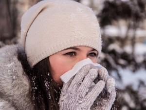 Chorych na grypę (i nie tylko) przybywa. Jak przetrwać zimę i nie zachorować? 12 rad!