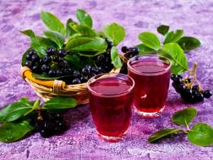 Cierpka słodycz - sprawdź nasze przepisy na sok z aronii