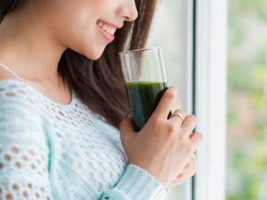 Co powinnaś wiedzieć o piciu soków i musów?