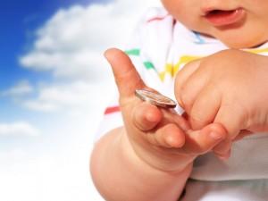Co robić, gdy dziecko połknęło jakiś przedmiot?
